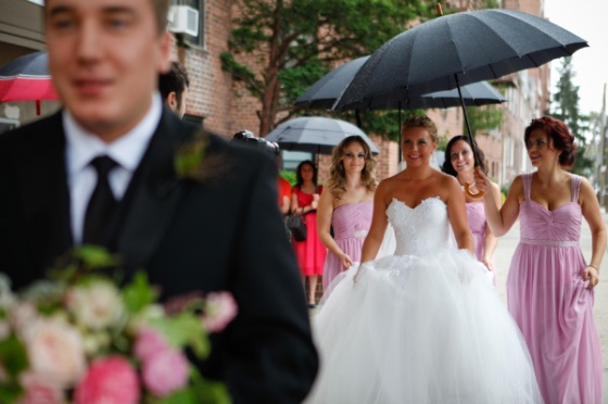groom bride umbrella bridesmaids